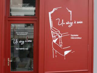 entrée de l'atelier: Locaux commerciaux & Magasins de style  par Reseda (RessourceS en Edition D'Art)