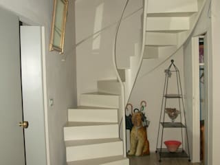 Modern Corridor, Hallway and Staircase by Studio Mazzei Architetti Modern