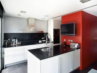 Cocinas de estilo minimalista de costa+dos Minimalista