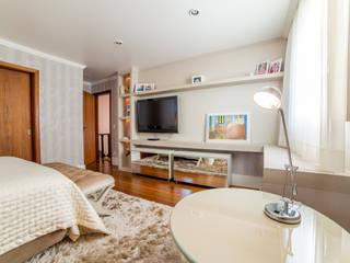 Bedroom by Liana Salvadori Arquitetura e Interiores