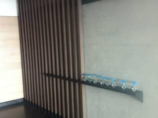 Arq. Jacobo Smeke Modern corridor, hallway & stairs