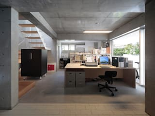 Modern walls & floors by 田中幸実建築アトリエ Modern