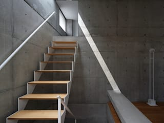建築家のアトリエ兼住まい モダンスタイルの 玄関&廊下&階段 の 田中幸実建築アトリエ モダン