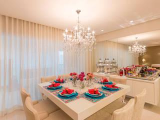 Apartamento Le Parc I Salas de jantar clássicas por Dauster Arquitetura Clássico