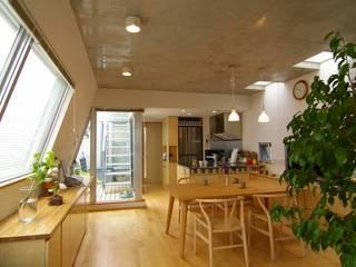 屋上菜園のある家 ARC DESIGN モダンデザインの リビング