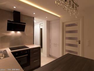 Nhà bếp phong cách tối giản bởi studio wnętrz URBAN-DESIGN Tối giản