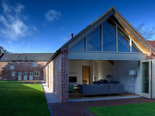 Mellor Barns  -  Staffordshire:  Houses by Alrewas Architecture Ltd