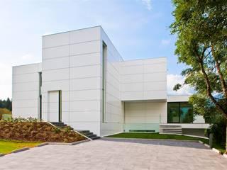Fassadenverklebung VILLA GIULIA in Tirol: moderne Häuser von DKS Technik GmbH