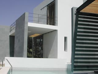 VIVIENDA UNIFAMILIAR. LAS ROZAS. MADRID. 2004 Piscinas de estilo moderno de Bescos-Nicoletti Arquitectos Moderno