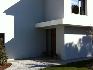 VIVIENDA UNIFAMILIAR. POZUELO DE ALARCON. MADRID. 2010 Casas de estilo moderno de Bescos-Nicoletti Arquitectos Moderno