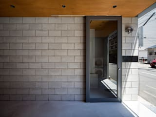 倉庫からアトリエ付住宅へのコンバージョン: 株式会社 藤本高志建築設計事務所が手掛けた折衷的なです。,オリジナル