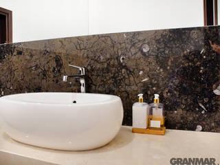 GRANMAR Borowa Góra - granit, marmur, konglomerat kwarcowy Baños de estilo clásico