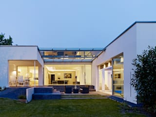 Case in stile minimalista di Gritzmann Architekten Minimalista