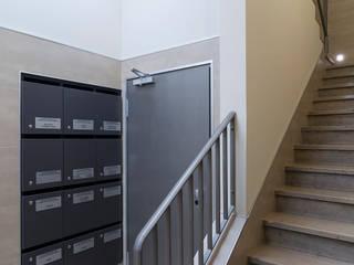 Entrée Wohn- und Geschäftshaus Saarbrücken Klassische Bürogebäude von WIDENKA Design Ingenieure Klassisch