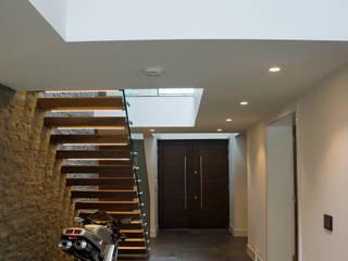 Nairn Road, Canford Cliffs Pasillos, vestíbulos y escaleras de estilo moderno de David James Architects & Partners Ltd Moderno