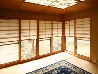 裏庭のある家 モダンスタイルの寝室 の 吉田設計+アトリエアジュール モダン