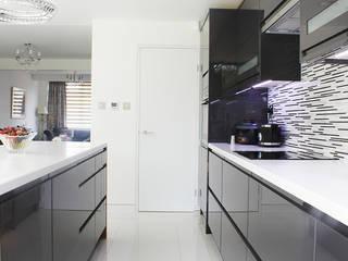 New Malden, Surrey:  Kitchen by Consultant Line Architects Ltd
