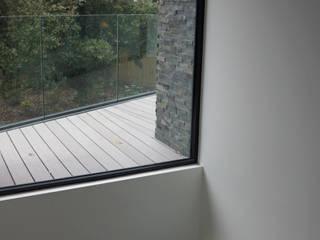 Murs de style  par David James Architects & Partners Ltd, Moderne
