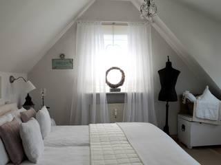 Romantisches Schlafzimmer:  Schlafzimmer von Me & Harmony