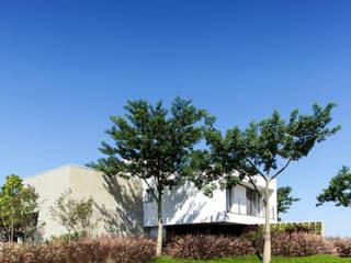Case in stile in stile Minimalista di Consuelo Jorge Arquitetos