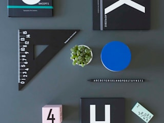 Uitgebreide collectie Design Letters woonaccessoires: modern  door Kleuroptafel, Modern