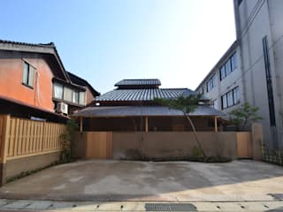 茶事空間入口: もやい建築事務所が手掛けた家です。