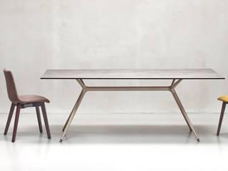 SCAB DESIGN - tavolo Metropolis XL e sedie Zebra Pop:  in stile  di SCAB GIARDINO S.p.A.
