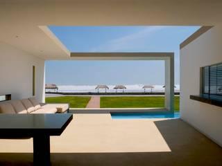 Minimalist house by Otium Minimalist