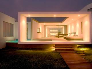 minimalist style balcony, porch & terrace by Otium Minimalist