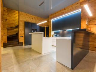Минимализм в деревянном доме: Гостиная в . Автор – Галерея интерьеров 'Angelica Marzoeva',