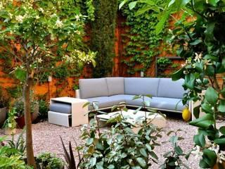 庭院 by ésverd - jardineria & paisatgisme, 隨意取材風