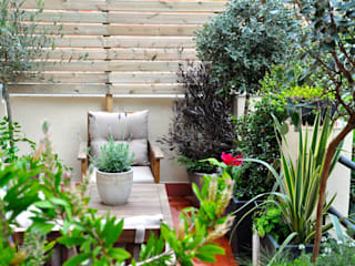Terraza en el Guinardó.: Terrazas de estilo  de ésverd - jardineria & paisatgisme