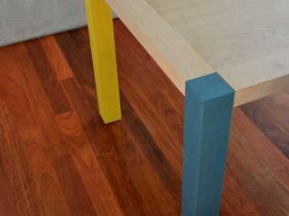 Table de repas par EBENISTERIE 111 Moderne