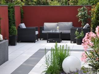 das Wohnzimmer draußen: moderner Garten von Ambiente Gartengestaltung