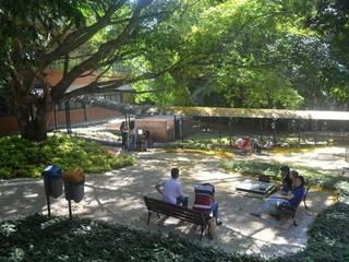 Jardim da Biblioteca Univates Escolas modernas por Adines Ferreira Paisagismo Moderno