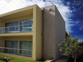 Maisons modernes par UrbQuality Lda Moderne