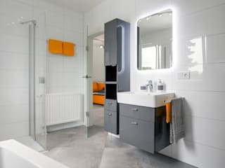 Casas de banho modernas por Dennert Massivhaus GmbH Moderno