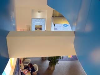 Stadtwerke CityShop |Luftraum |  2. Obergeschoss | Bockhaus-Odenthal-Architekten:  Geschäftsräume & Stores von bockhaus-odenthal architekten