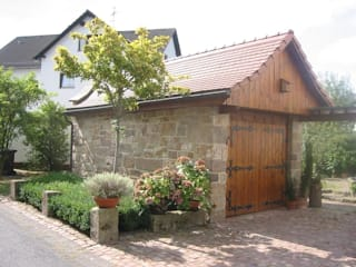Country style garage/shed by Natur-Stein-Garten Country