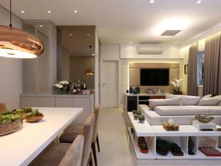Apartamento em Alphaville Salas de estar modernas por Mikaelian Freitas Arquitetura e Interiores Moderno