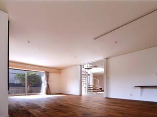 自然エネルギーを活用したエコ住宅: 川口建築設計工房が手掛けたリビングです。,