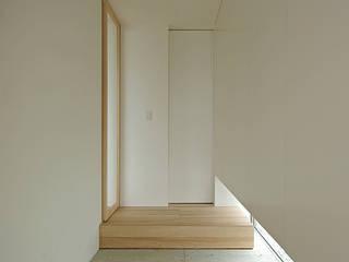 玄関: 株式会社 空間建築-傳が手掛けた廊下 & 玄関です。,