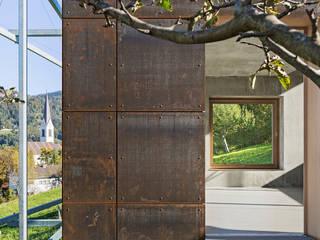 Metallfassade von Spiegel Fassadenbau: ausgefallene Häuser von Spiegel Fassadenbau