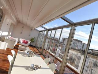 la vista sui tetti di caserta Balcone, Veranda & Terrazza in stile moderno di fumante Moderno