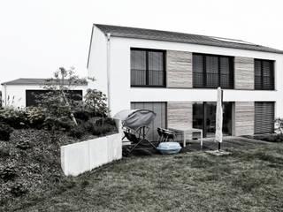 Modern balcony, veranda & terrace by Dirk Ströhle _ a r c h i t e k t Modern