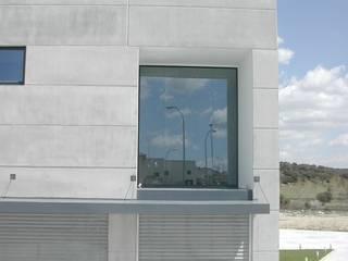 """NAVE INDUSTRIAL """"FELS"""". EL BOALO, MADRID. 2005 Espacios comerciales de estilo industrial de Bescos-Nicoletti Arquitectos Industrial"""