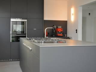Küche nach Maß im Ruhrgebiet I: moderne Küche von Klocke Möbelwerkstätte GmbH