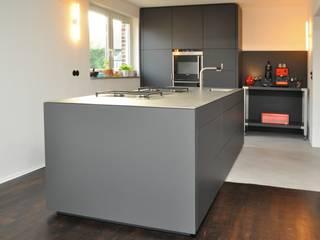 Küche nach Maß im Ruhrgebiet I: industriale Küche von Klocke Möbelwerkstätte GmbH