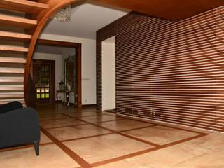 Rezydencja z basenem nad Zalewem Szczecińskim: styl , w kategorii Korytarz, przedpokój zaprojektowany przez Architektura Wnętrz Daria Zaremba