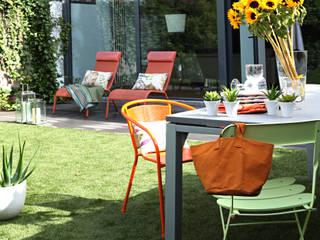 REFORMA VIVIENDA UNIFAMILIAR ADOSADA. EL SOTO DE LA MORALEJA. MADRID. 2007 Jardines de estilo moderno de Bescos-Nicoletti Arquitectos Moderno